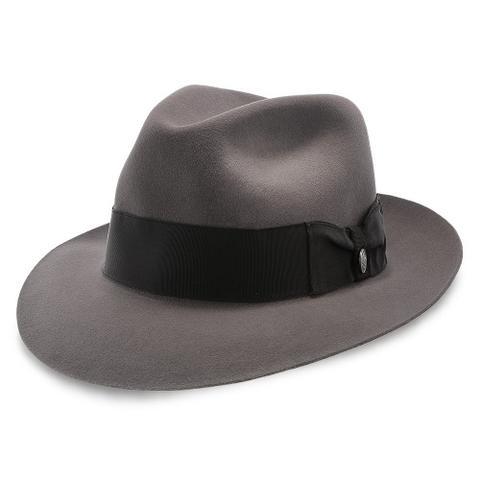 Le célèbre chapeau fedora de Sinatra