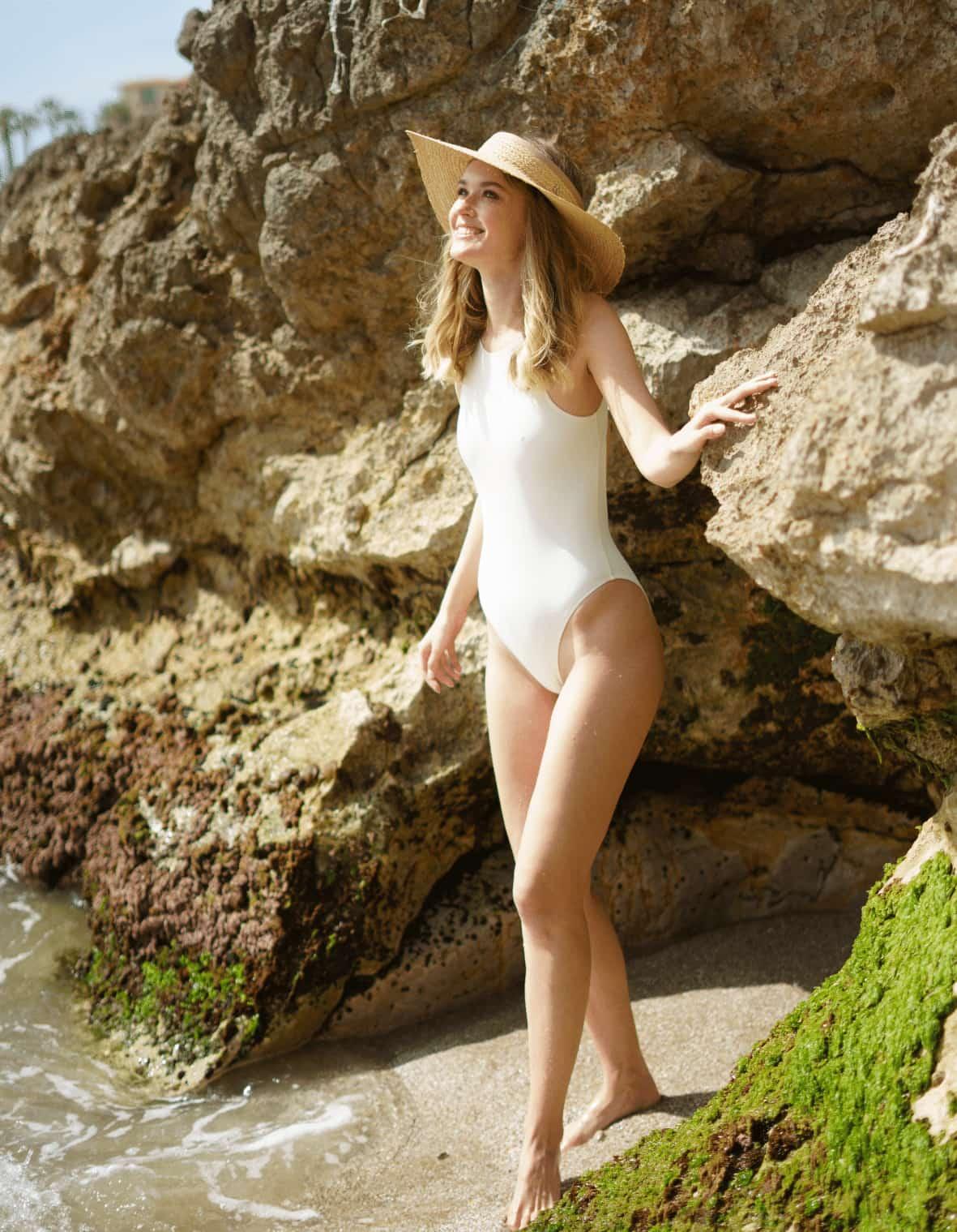 Visière en paille de plage